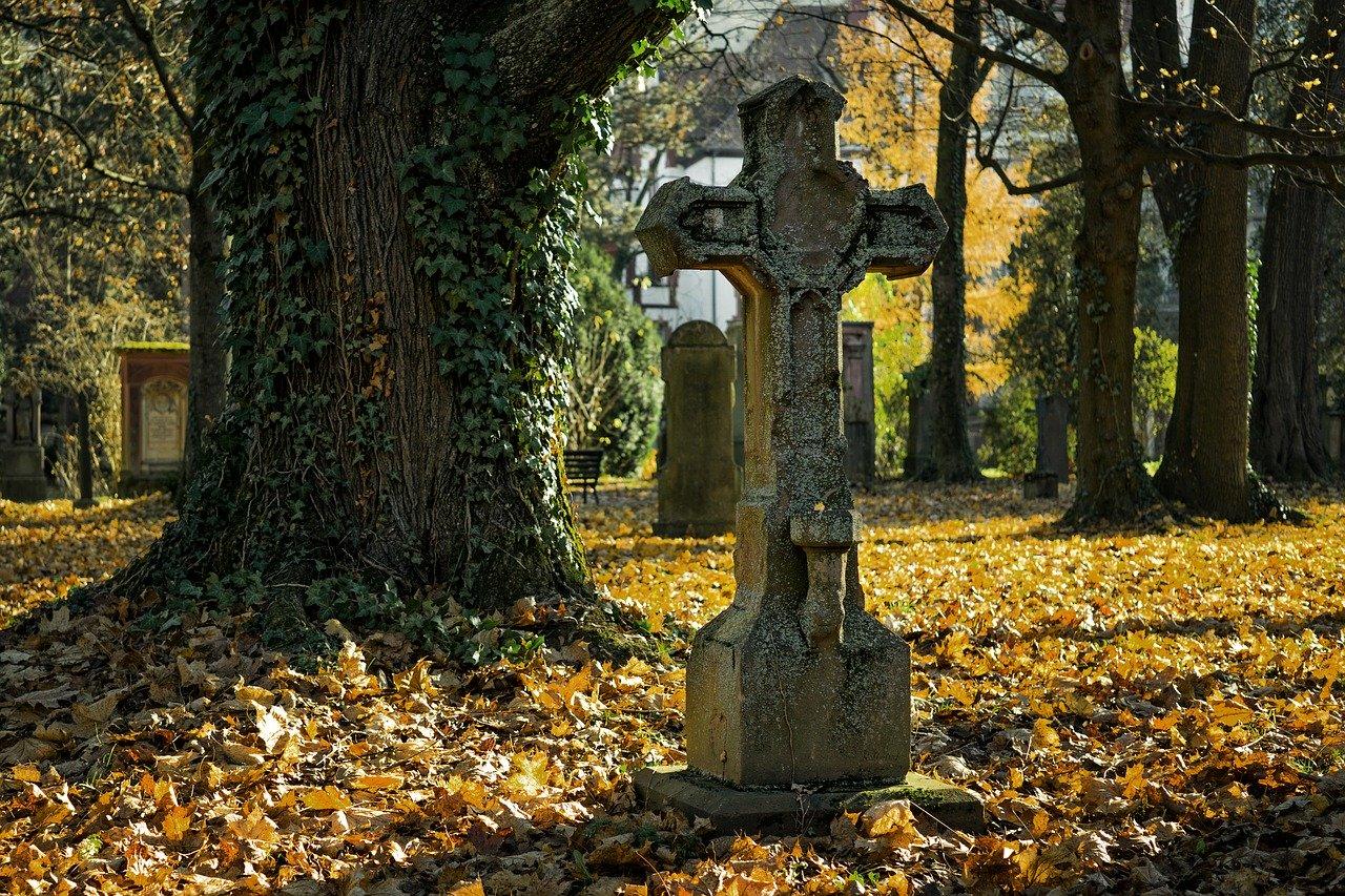Приворот на фото на кладбище
